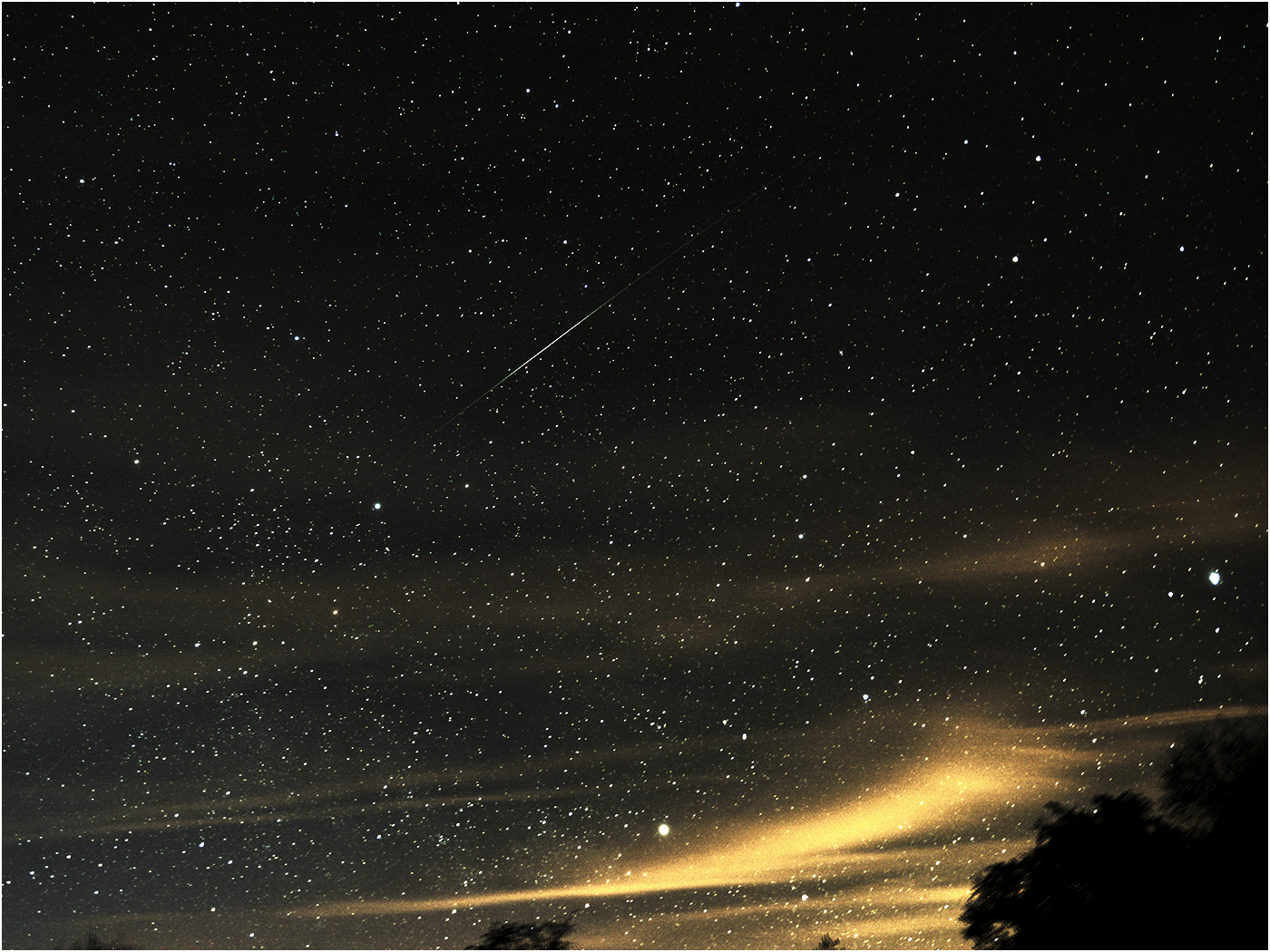Leonid-meteor-over-brecon-beacons