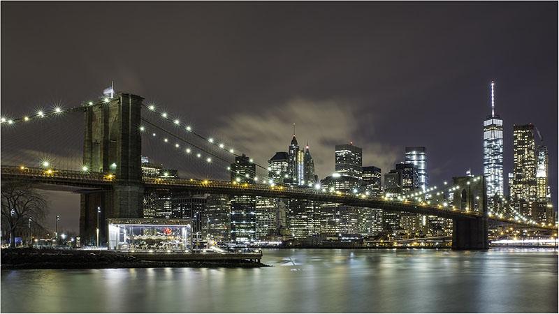 Brooklyn-Bridge-at-Night-800